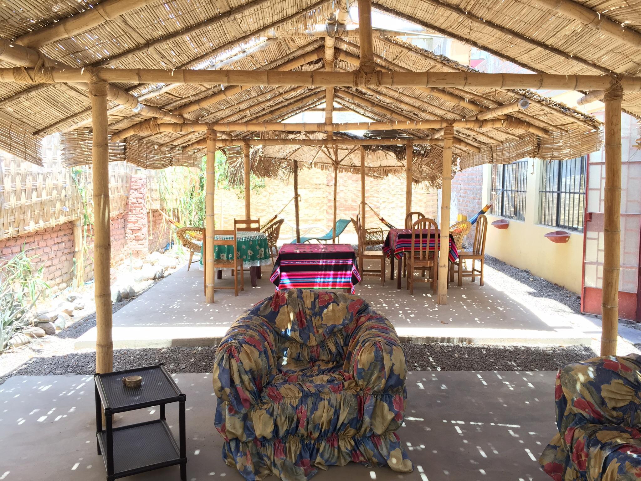 Innenhof des Nazca Trails Hostels