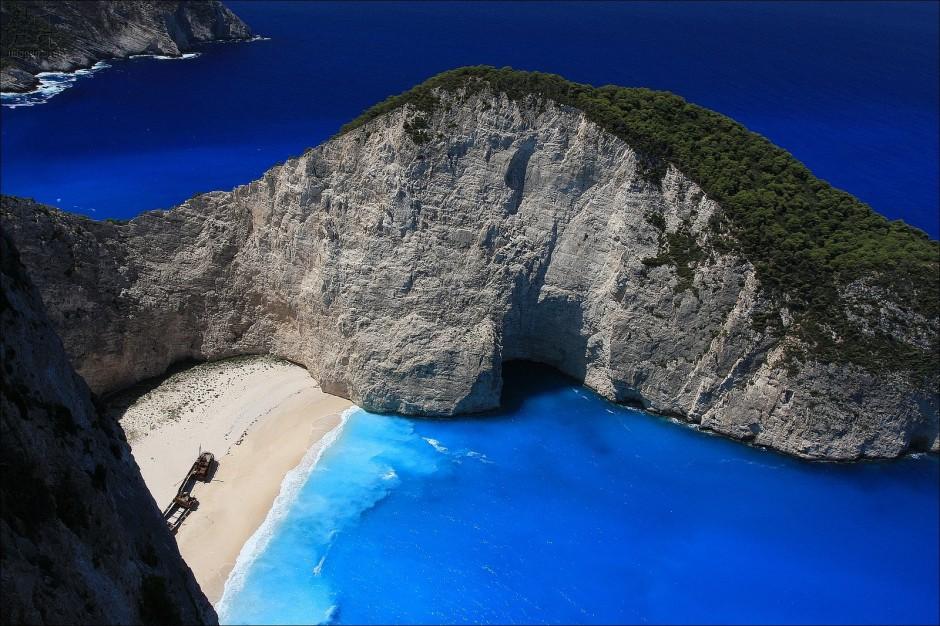 Navagio-Beach-Zakynthos-Greece-940x626