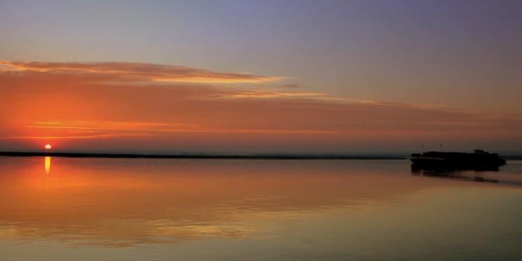 IRRAWADDY_RIVER_SUNRISE_MYANMAR_FEB2013_8494119783-1024x641
